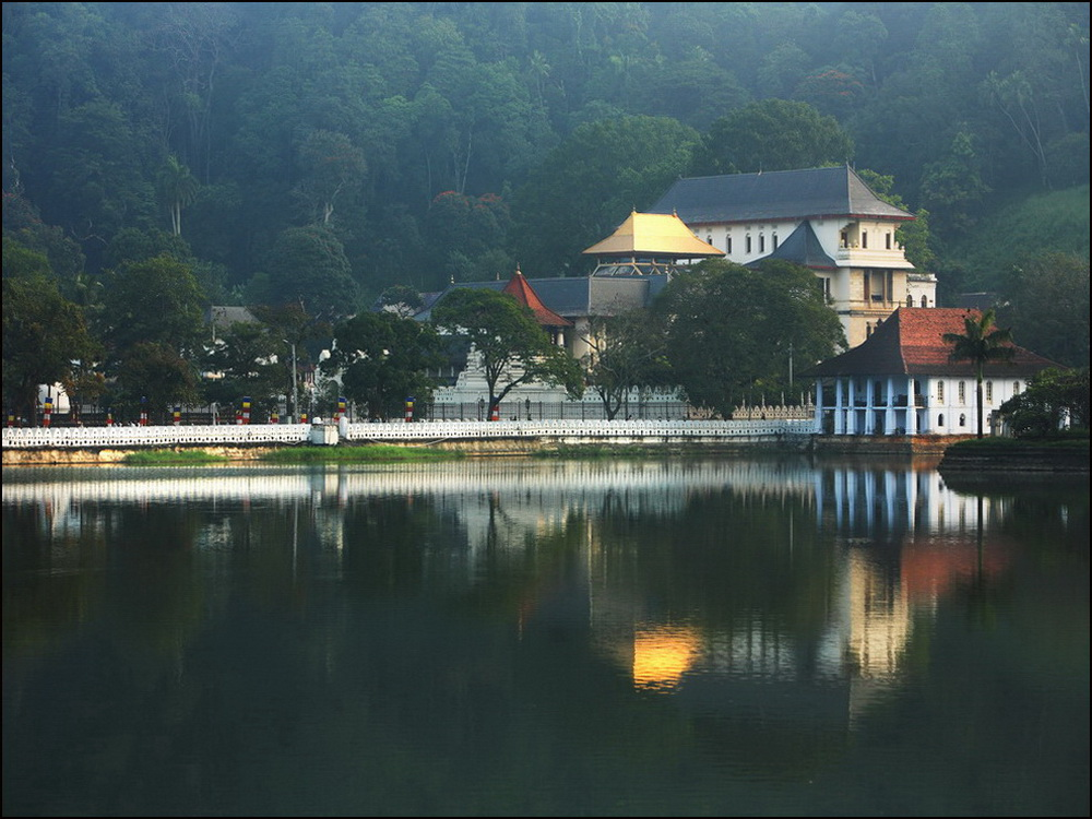 Kandy-Lake